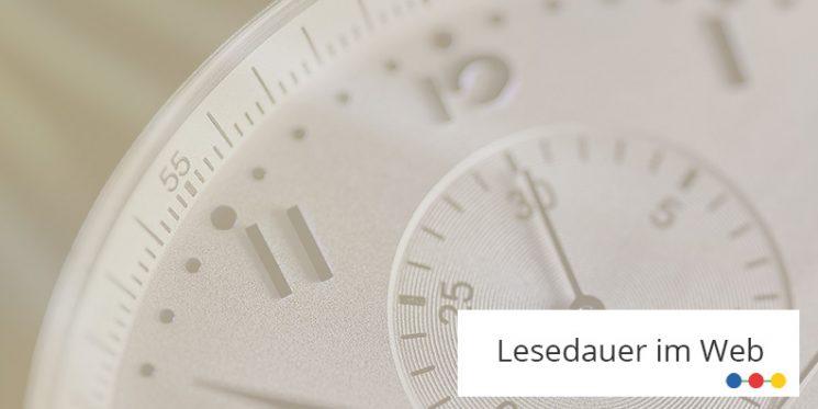 Sicht auf das Ziffernblatt einer Armbanduhr